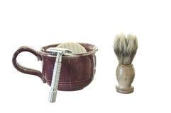 Kit que afeita pasado de moda con la taza, el cepillo, y Raz Fotos de archivo
