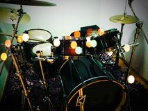Kit vert de tambour de Tama avec des cymbales de Zildjian photographie stock libre de droits