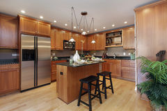 Kitchen with center island Royalty Free Stock Photos