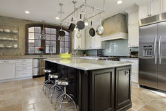 Kitchen with center island Royalty Free Stock Photography