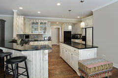 Kitchen with granite island Royalty Free Stock Photography