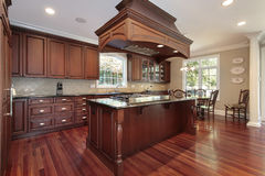 Kitchen with island stove Royalty Free Stock Photography