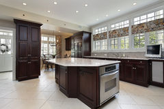 Kitchen in luxury home with center island Royalty Free Stock Photos