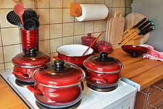 Kitchen range with red pots Stock Photography