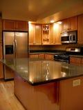 kitchen upscale vertical Στοκ φωτογραφία με δικαίωμα ελεύθερης χρήσης