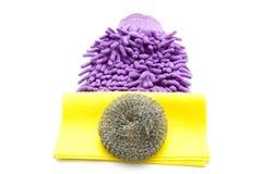 Kitchencloth con el limpiador de acero de la esponja y del polvo Foto de archivo