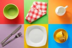 Kitchenware på färgrik bakgrund Arkivfoto