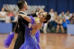 Kitcun Andrey i Krepchuk Yuliya Wykonujemy Dorosłego przedstawienie skrzynki tana przedstawienie Podczas Krajowego mistrzostwa Fotografia Royalty Free