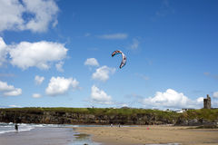 Kite surfer getting ready Royalty Free Stock Photos
