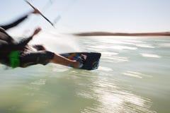 Kiteboarder в движении Стоковые Изображения