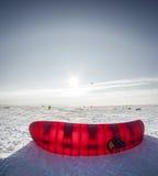 Kiteboarder mit Drachen auf dem Schnee Stockfoto