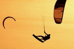 Kiteboardersilhouet Royalty-vrije Stock Foto's