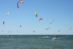 kiteboarding的人员 免版税图库摄影