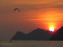 kiteboarding ηλιοβασίλεμα Στοκ φωτογραφίες με δικαίωμα ελεύθερης χρήσης