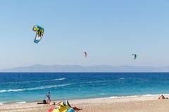 Kiteboarding auf Ägäischem Meer Lizenzfreie Stockfotos
