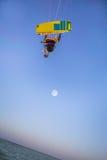 Kiteboarding Gyckel i havet Extrem sport Kitesurfing Arkivbilder