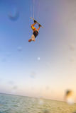 Kiteboarding Gyckel i havet Extrem sport Kitesurfing Royaltyfria Foton