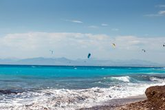 Kiteboarding i Agios Nikita Beach, Lefkada ö, Grekland, - 2 Royaltyfria Bilder