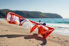 Kiteboarding i Agios Nikita Beach, Lefkada ö, Grekland, - 3 Arkivfoto