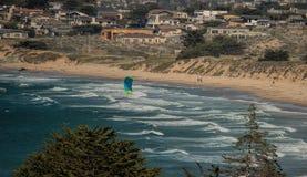 Kiteboarding na Monterey zatoce, Kalifornia Zdjęcie Royalty Free