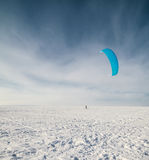 Kiteboarding im Schnee Lizenzfreies Stockfoto