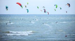 Kiteboarding rywalizacja przy gry ekstremum bawi się festiwal Obrazy Royalty Free