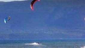 Kitebording w pięknej błękitnej naturze, Chorwacja zbiory wideo