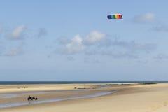 Kitebuggy auf dem Strand stockfotos