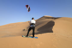 Kitesurf στην έρημο Στοκ φωτογραφία με δικαίωμα ελεύθερης χρήσης