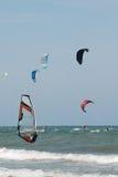 kitesurf 2 vindsurfar Fotografering för Bildbyråer