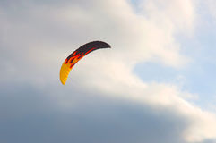 Kitesurf. Bright, colorful kite in the sky before the storm Stock Photography