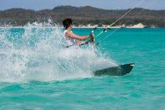 Kitesurf dans la lagune Photo libre de droits