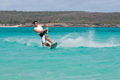Kitesurf in der Lagune Stockfotos