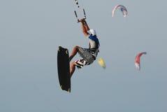 Kitesurf Sprung auf Himmel 4 Lizenzfreie Stockbilder
