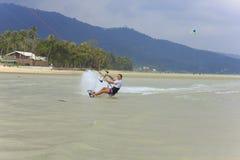 Kitesurf sur l'île de Koh Samui 31 janvier 2015 Images libres de droits