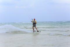 Kitesurf sur l'île de Koh Samui 31 janvier 2015 Photo libre de droits