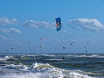 Kitesurf sur la Mer du Nord photo libre de droits