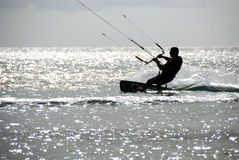kitesurfer剪影 图库摄影