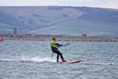 Kitesurfer在波特兰港口 图库摄影