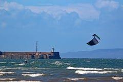 Kitesurfer在特伦,苏格兰 库存图片