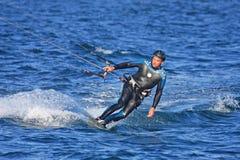 Kitesurfer στα κύματα Στοκ Εικόνες