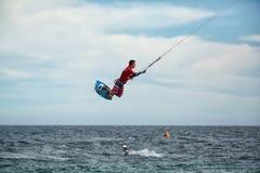 Kitesurfer в воздухе Barriles мексиканськом принимая Стоковые Изображения RF