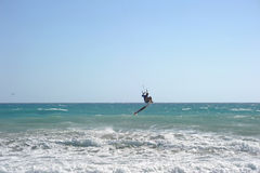 Kitesurfer в волнах Стоковое фото RF