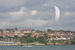 Kitesurfer в гавани Портленда Стоковые Фото