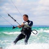 Kitesurfer в Чёрном море, Крыме Стоковое Изображение