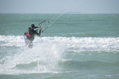 Kitesurfer Images libres de droits