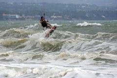 Kitesurfer in actie Royalty-vrije Stock Afbeeldingen