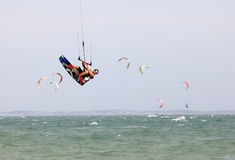 Kitesurfer in actie Stock Foto's
