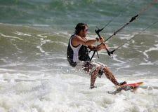 Kitesurfer in actie Stock Afbeelding