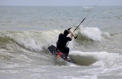 Kitesurfer dans l'action Image stock